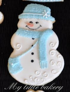 All the cookie decorating tutorials, tips, recipes and color help you need to make easy and fun decorated sugar cookies! Snowman Cookies, Christmas Sugar Cookies, Christmas Sweets, Blue Christmas, Holiday Cookies, Christmas Baking, Victorian Christmas, Vintage Christmas, Chocolate Cupcakes