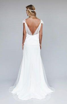 Avis à toutes les mariées 2012-2013! Voici la nouvelle collection de Rime Arokady.La créatrice nous propose des robes de mariée bohèmes aux détails chics pour un mariage romantique et élégant.