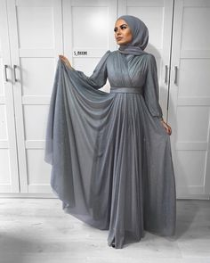 outfit inspiration Looking for a new way to style your favorite pieces? Read on for the best in outfit inspiration and ideas for every occasion from work to special events. Hijab Evening Dress, Hijab Dress Party, Hijab Outfit, Dress Outfits, Prom Dresses, Muslim Fashion, Modest Fashion, Hijab Fashion, Fashion Dresses