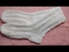 Vanessa Montoro, Baby Bonnets, Knitting Socks, Diy And Crafts, Gloves, Videos, Fashion, Crochet Coin Purse, Crochet Edging Patterns