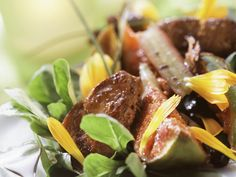 Ein echtes Low Carb-Gericht! Gebratene Entenleber mit Feigen und Feldsalat - smarter - Zeit: 30 Min. | eatsmarter.de