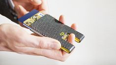 3C : MINIMALIST SMART WALLET, THE ULTIMATE DESIGN / Comfortable, functional, durable, handy, RFID protected, trackable. Hi-tech crafted aeronautic durable carbon fiber.