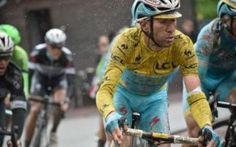 Tour 2014: Nibali l'uomo della pioggia e... delle pietre #nibali #tour2014 #tourdefrance