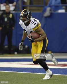 0737323e7 Ike Taylor returns the kickoff in the 4th quarter of Pittsburgh s 2118 win  over Indianapolis in