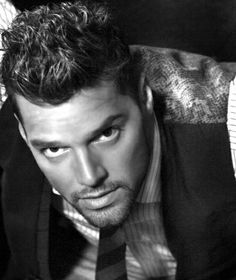 Ricky Martin, Puerto Rican singer and actor Pretty People, Beautiful People, Puerto Rican Singers, Rick Y, Latin Men, Portraits, Famous Men, Famous Faces, Cinema