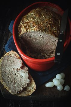 Terrine de campagne / French pork pâté Mousse, Charcuterie, Wine Recipes, Cooking Recipes, Specialty Meats, English Food, White Meat, French Food, Fine Dining