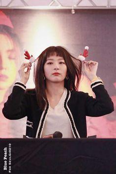 Post with 8 views. South Korean Girls, Korean Girl Groups, My Girl, Cool Girl, Red Velvet Photoshoot, Red Pictures, Kang Seulgi, Red Velvet Seulgi, Kim Yerim