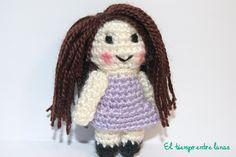 Mini muñeca amigurumi