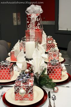 From New House to Home: Christmas Tablescapes. Add small wrapped gifts somewhere on the table? by lynette Christmas Table Settings, Christmas Tablescapes, Christmas Table Decorations, Holiday Tablescape, Christmas Lunch, Christmas Holidays, Christmas Boxes, Christmas Inspiration, Wrapped Gifts