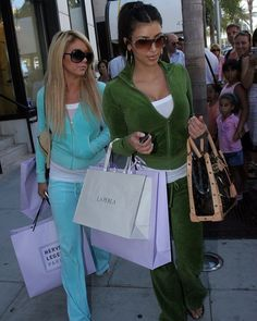 Juicy Tracksuit, Juicy Couture Tracksuit, Juicy Couture Jacket, 2000 Fashion Trends, 2000s Clothing, Golf Clothing, 00s Mode, Kim Kardashian, Early 2000s Fashion