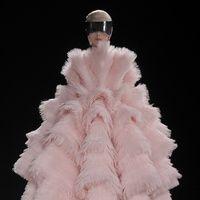 Manual de uso del rosa para este invierno: Alexander McQueen | Galería de fotos 9 de 30 | Vogue