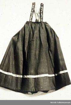 d4f9ac2d Digitalt Museum - Stakk, del av brudedrakt, fra Tinn i Telemark.  Hjemmevevet svart