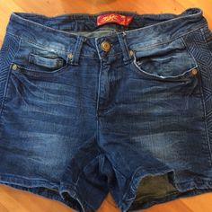 One 5 One Jean Shorts Great condition 32in waist 31/2 inseam check out the pattern on the side fabric moves with you great for summer One 5 One Shorts Jean Shorts