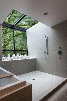 salle de bains grise, design unique de salle de bains et jolie décoration avec des vases blanches