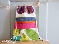 Sac à dos à coulisse multicolore, sac tissu, sac fourre-tout, sac enfant, sac à doudou, sac à goûter, pochon de rangement, tissu, mylmelo de la boutique mylmelo sur Etsy