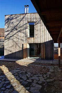 Weekend House In Oselin / MODULORA