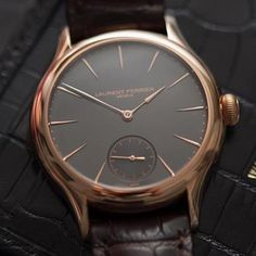 While he created the Galet Micro Rotor Laurent Ferriers challenge was to define a functional balance between the limited thickness of an automatic movement and a high degree of efficiency for winding the barrel.  Thank to @thewatchphotographer  #laurentferrier #galet #gold #wotd  #watchcollector #luxurylife #watch #reloj #часы #menstyle #watchnerd #watchaddict #thegoodlifeinc #watchporn #swissmade #orologi  #menstyle #menwear #gentleman #styleiswhat #bestofmenstyle #gentlemensclub #timeless…