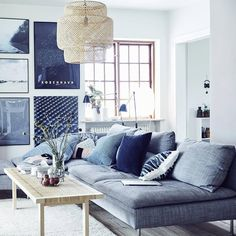 Modular furniture such as the SÖDERHAMN sofa, makes designing your living room around your needs that much easier. Find out how repositioning your sofa can give you more flexibility via the link in our bio. #modernlivingroomfurnitureleathersectionals