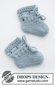 Odeta / DROPS Baby - free knitting patterns by DROPS design - Odeta / DROPS Baby – Set consists of: Knitted jacket and slippers with lace pattern and gart - Baby Knitting Patterns, Baby Cardigan Knitting Pattern, Baby Hats Knitting, Knitting Designs, Baby Patterns, Free Knitting, Drops Patterns, Drops Design, Drops Baby Alpaca Silk