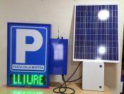 Descubre nuestros NUEVOS #carteles con panel solar para #parking con conexión remota.