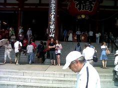 Me outside asakusa temple :D