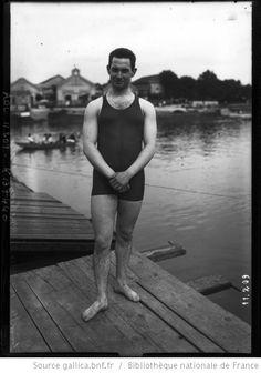 15-8-1910, Joinville[-le-Pont], Meyboon (Belge) [relais de natation par équipes, 260 mètres, portrait en maillot de bain] : [photographie de presse] / [Agence Rol] - 1