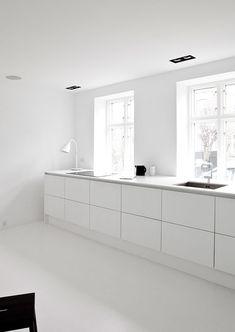 Minimalist kitchen  | Follow transreformas.com boards on pinterest.com/transreformas/ or like us on www.facebook.com/transreformas