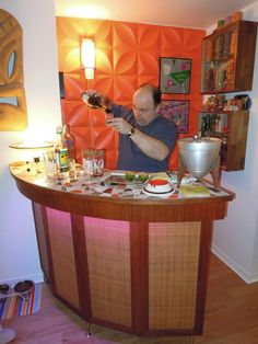 Readers upload photos of their tiki bar decor at home. From vintage Witco to atomic tiki style, there are some great designs here. Basement Bar Designs, Home Bar Designs, Basement Ideas, Mini Bar At Home, Bars For Home, Corner Home Bar, Bars Tiki, Bookshelf Bar, Home Cocktail Bar