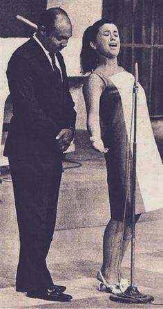 """Lupicínio Rodrigues e Elis Regina em 1966, no programa """"O Fino da Bossa"""" da TV Record.  Veja também: http://semioticas1.blogspot.com.br/2012/02/antigos-carnavais.html  ."""