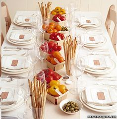 This very different and nice! Ripe Fruit Wedding Centerpieces Ripe fruits symbolize abundance and fertility -- and make delicious favors. Tomatoes look beautiful and enticing in this rustic Italian display. Dinner Table, A Table, Fall Dinner, Dinner Jazz, Casual Dinner, Non Floral Centerpieces, Italian Centerpieces, Italian Party Decorations, Centerpiece Ideas