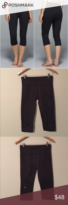 Lululemon Seamlessly Street Crop Lululemon Seamlessly Street Crops in Heathered Black(like a dark gray color), size 8, gently worn and in good condition with no flaws. Rip tag removed. Super comfortable! Bundle to save 10% off ❤ lululemon athletica Pants Capris