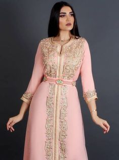 Traditional Fashion, Traditional Dresses, Arabic Dress, Afghan Dresses, Arab Fashion, Moroccan Caftan, Mom Dress, Caftan Dress, Oriental Fashion