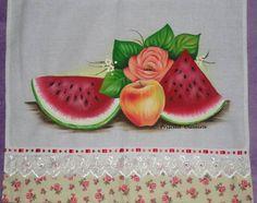 Pano de prato com pintura de frutas;  Feito em  tecido de sacaria branca, medindo 70 x 46 com barrado de tricoline...  Por se tratar de um trabalho feito a mão., os tecidos podem mudar de acordo com a disponibilidade R$ 23,30