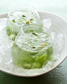 Kiwi Caprioska: Kiwi, Mint leaves, Sugar, Lime, Vodka, Tonic Water
