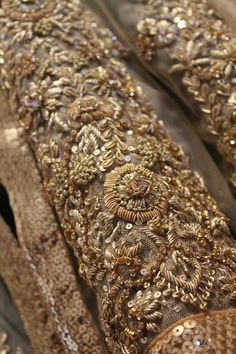 Beautiful hand embroidery using gold embellishment. Zardosi Embroidery, Tambour Embroidery, Couture Embroidery, Gold Embroidery, Embroidery Fashion, Hand Embroidery Designs, Embroidery Patterns, Bullion Embroidery, Crazy Quilting