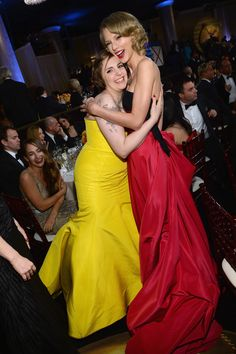 Cute! Taylor Swift and Lena Dunham had a moment at the Globes