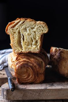 This Flaky Honey Brioche Bread is really expedite. ~ Please click through to read ~ Bread Baking Bread Machine Recipes, Easy Bread Recipes, Baking Recipes, Dessert Recipes, Baking Tips, Bread Machine Brioche Recipe, Kitchen Recipes, Artisian Bread Recipes, Cod Recipes