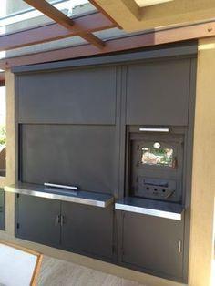 Puertas Guillotinas en chapa negra Outdoor Kitchen Patio, Casa Patio, Outdoor Spaces, Parrilla Interior, Backyard Smokers, Modern Restaurant Design, Barbecue Design, Fire Pit Bbq, Living Styles
