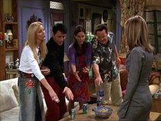 Ross ~ Friends Episode Pics ~ Season Episode The One With the Videotape Friends Season 8, Ross Friends, Friends Scenes, Friends Episodes, Friends Tv Show, Rachel Green Hair, Phoebe Buffay, Best Tv Shows, The One