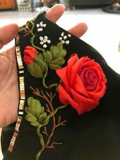 Embroidery Works, Silk Ribbon Embroidery, Embroidery Kits, Embroidery Stitches, Embroidery Designs, Dress Painting, Brazilian Embroidery, Ribbon Art, Fabric Jewelry