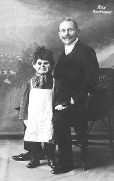 Very old and creepy ventriloquist dummies. Very old and creepy ventriloquist dummies. - Weird - Check out: Creepy Ventriloquist Dummies on Barnorama Creepy Old Photos, Creepy Images, Creepy Pictures, Strange Photos, Old Pictures, Bizarre Photos, Vintage Bizarre, Creepy Vintage, Vintage Circus