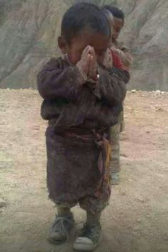 "Namaste from Tibet - ""for you"" a little praYer. Kids Around The World, We Are The World, People Around The World, Precious Children, Beautiful Children, Religion, Little Buddha, Baby Kind, Tibet"