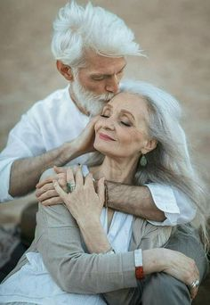 Pure Amour ~ growing old together Vieux Couples, Old Couples, Elderly Couples, Couples In Love, Art Love Couple, Perfect Couple, Grow Old With Me, Old Love, Ageless Beauty