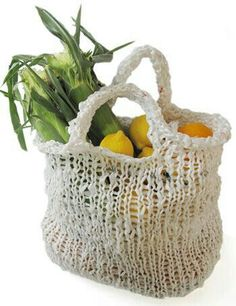 Market bag - recycle plastic shopping bags - free knitting pattern for 2 sizes maybe try T-shirt yarn instead Plastic Bag Crafts, Recycled Plastic Bags, Yarn Crafts, Diy Crafts, Knitting Projects, Crochet Projects, Knitting Patterns, Free Knitting, Plastic Shopping Bags