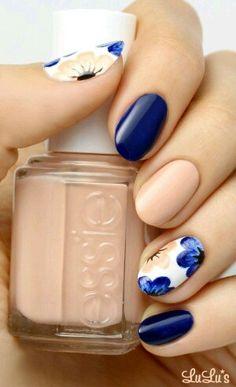 Unghie con fiori blu e beige Nail Art Blu Marino, Unghie Decorate Con Fiori,