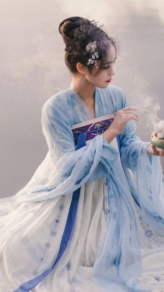 A compilation of my favourite Hanfu, Han = major ethnic in China and Fu = clothes/dress dedicated to my new found love for Chinese culture. Traditional Fashion, Traditional Dresses, Traditional Chinese, Hanfu, Oriental Fashion, Asian Fashion, Geisha Samurai, China Girl, China China