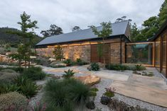 Australian Garden, Australian Homes, Architecture Durable, Modern Architecture, Modern Barn, Modern Farmhouse, Australian Architecture, Shed Homes, Architecture Awards