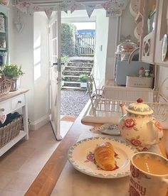 minimalist home decor Beautiful Kitchen Designs, Beautiful Kitchens, Rainbow Kitchen, Sweet Home, Have A Lovely Weekend, Cottage Interiors, Cozy Cottage, Home Projects, Kitchen Decor