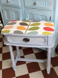 Love the way this Orla Kiely paper brings an otherwise standard table to life