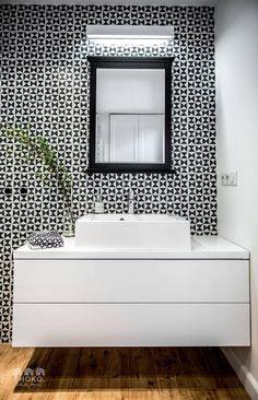 Paris is Always a Good Idea: Electric Vintage Loft Tour! Bathroom Design Small, Simple Bathroom, Modern Bathroom, Vintage Industrial Decor, Industrial Loft, Lofts Pequenos, Architecture Renovation, Modern Scandinavian Interior, Retro Interior Design